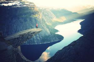 Yoga-on-cliff